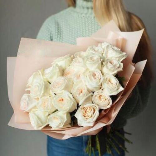 Купить на заказ Букет из 31 белой розы с доставкой в Каратау